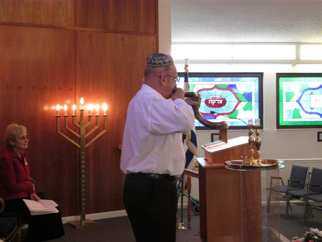 2013-03-03 Blowing_Shofar